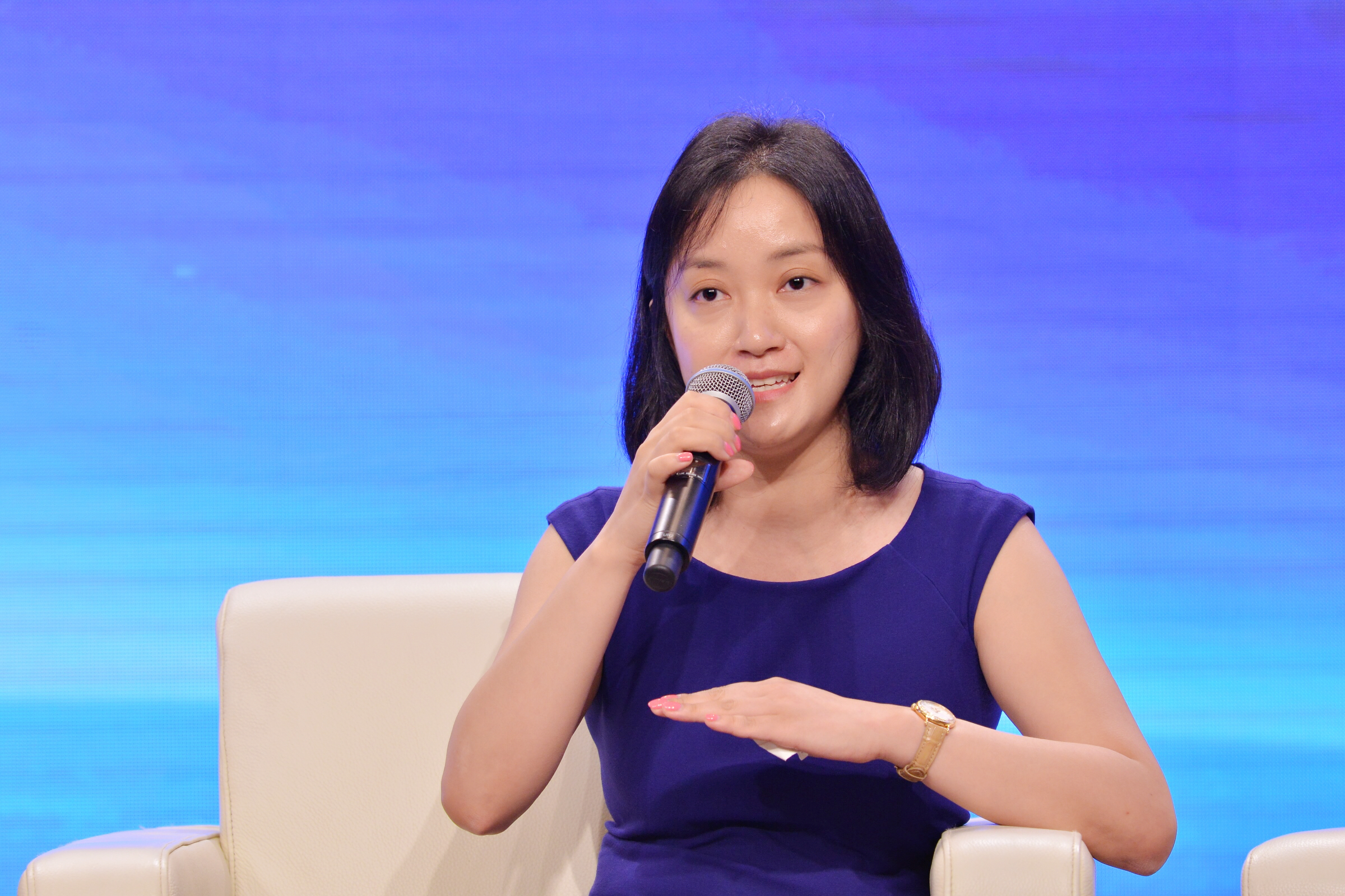 Stephanie Tang speaks at the 2016 Global M&A Development and Opportunities and Challenges of Chinese Enterprises Forum